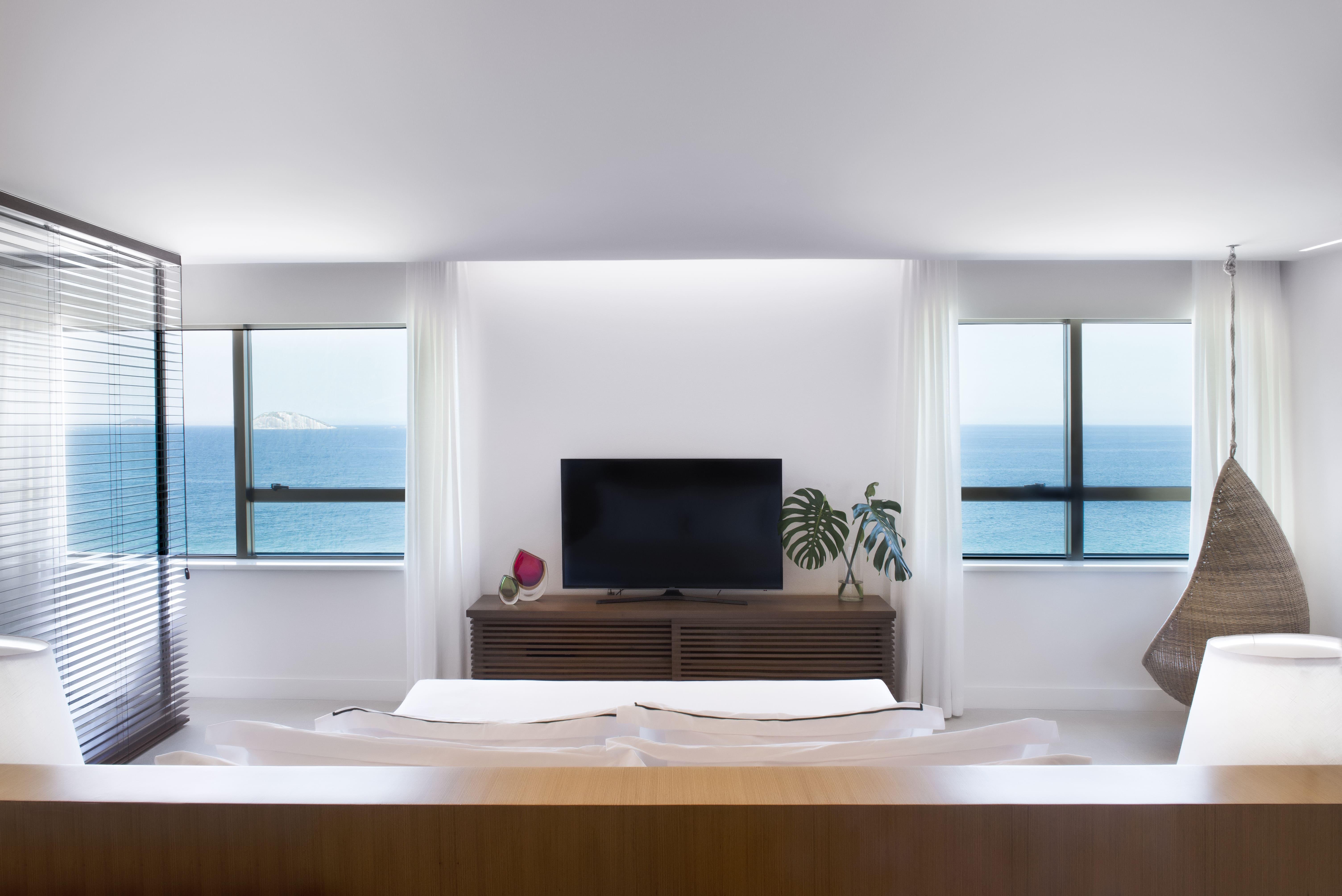 Ocean Front Suite_01